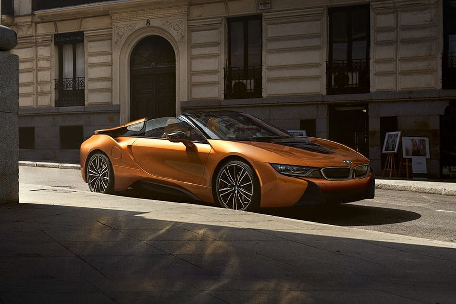 i8 Roadster Front angle low view