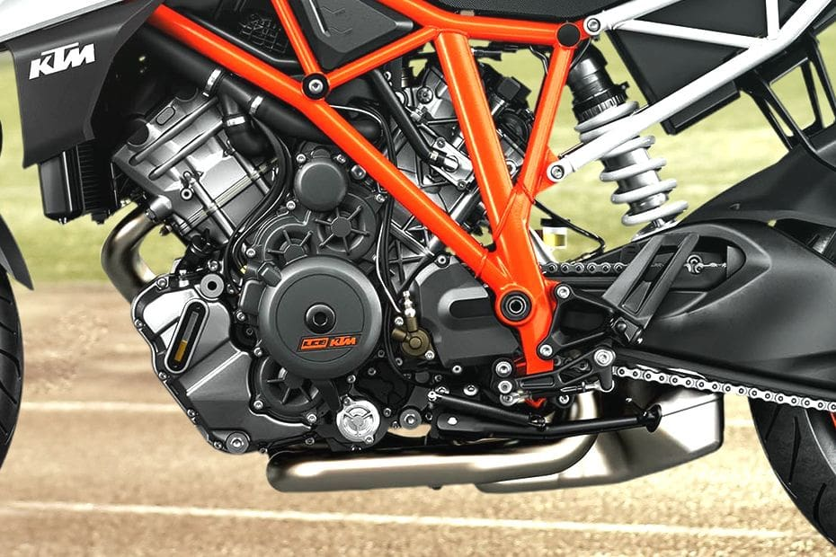 KTM 1290 Super Duke R Videos