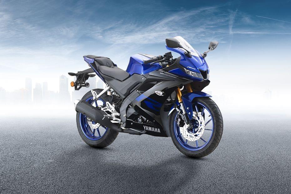 Yamaha YZF-R15 Slant Rear View Full Image