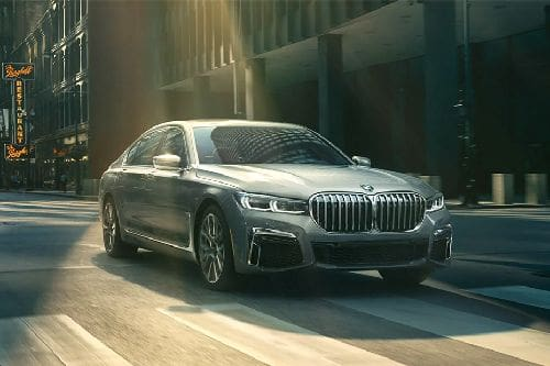 7 Series Sedan 2021 Front angle low view