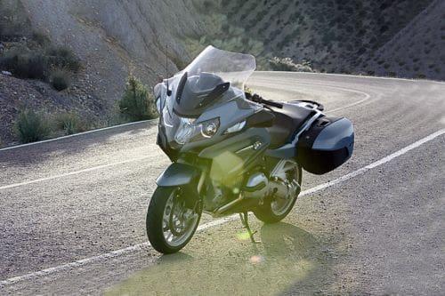 BMW R 1200 RT vs Harley-Davidson Sport Glide | Zigwheels